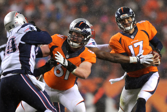 Carolina quarterback Cam Newton flies in to Super Bowl 50: Crowquill