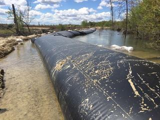 Crews install diversion tube in Boise River