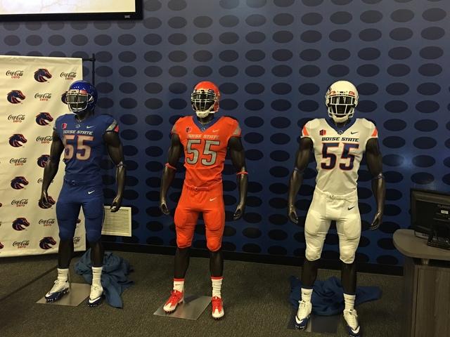 Boise State adds some style with blue-collar uniform