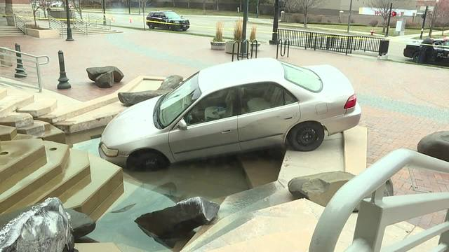 Man purposely drives into courthouse fountain