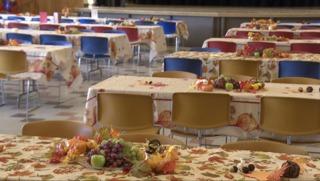 Volunteers make Thanksgiving meal for homeless