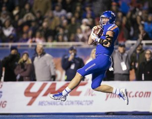Boise State beats Utah State 33-24 on the Blue